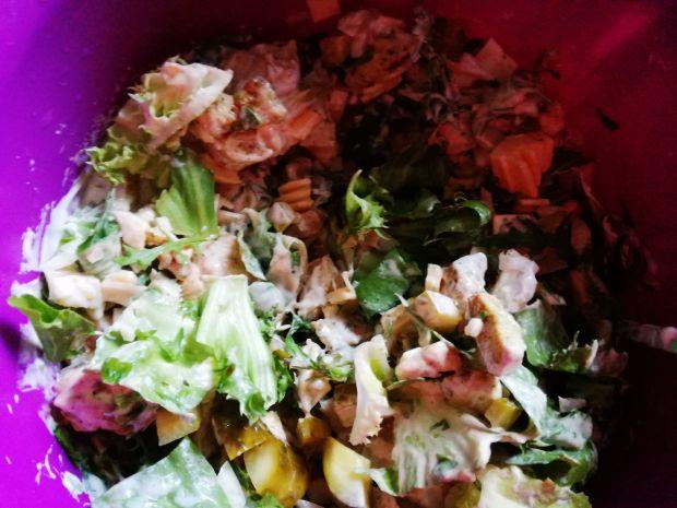 Sałatka ze szpinakiem i kurczakiem