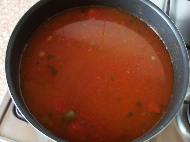 Lekka zupa pomidorowa z duszonych warzyw
