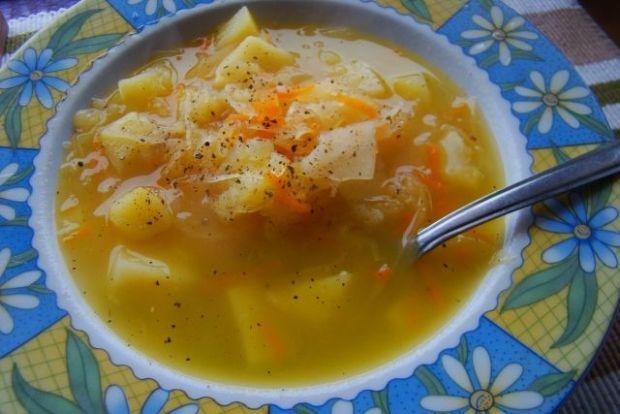 Lekka zupa z kiszonej kapusty
