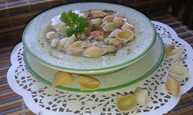 Lekki rosół drobiowy z czosnkiem i lubczykiem