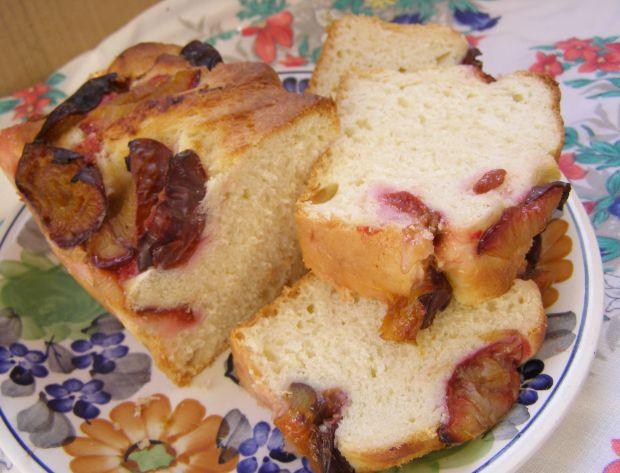 Lekkie ciasto drożdżowe ze śliwkami