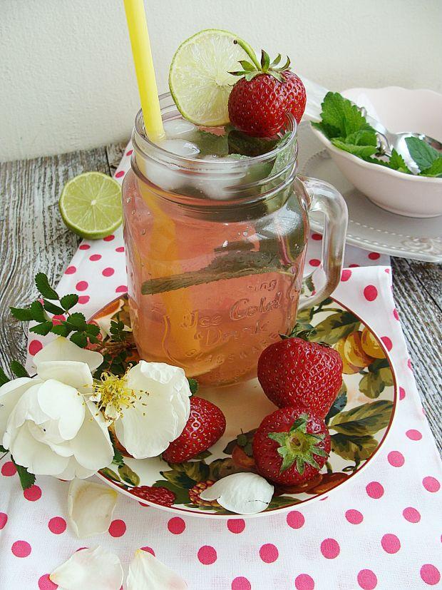 Lemoniada rabarbarowa z truskawką