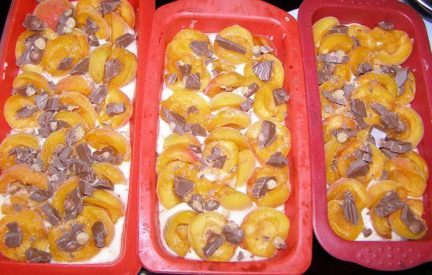 Leniwa drożdżówka z morelami bez wyrabiania