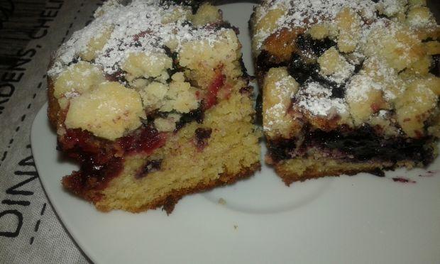 Leniwe ciasto drożdżowe z owocami i kruszonką