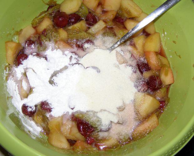 Leniwe drożdżowe z owocami z kompotu,kruszonką