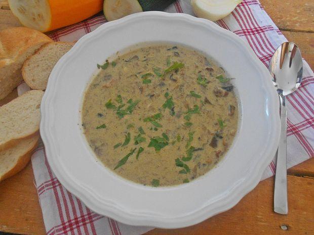 Leśna zupa cukiniowo-serowa