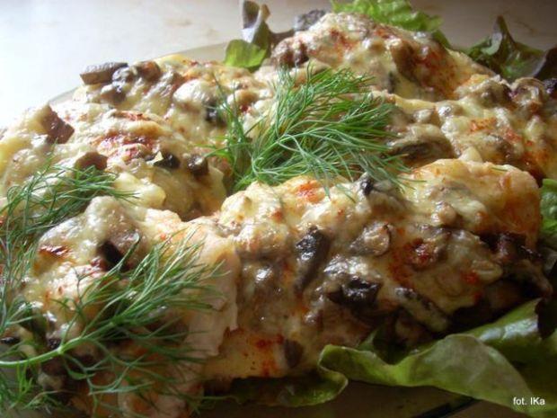Leszcz zapiekany z grzybami i serem