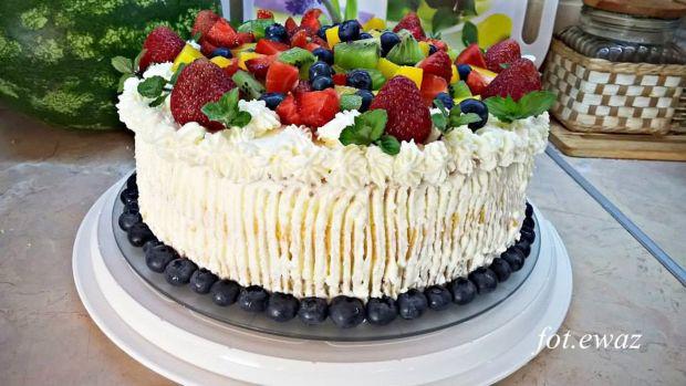 Letni tort owocowy