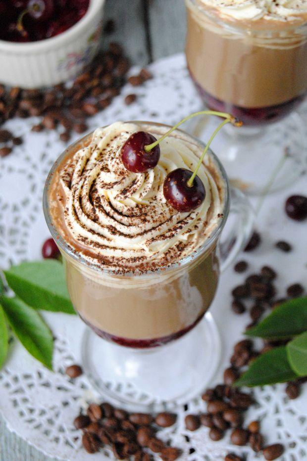 Letnia kawa z wiśniami