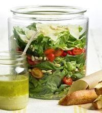 Letnia salatka z bazylia i pomidorami