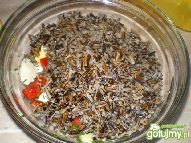 Letnia sałatka z dzikiego ryżu
