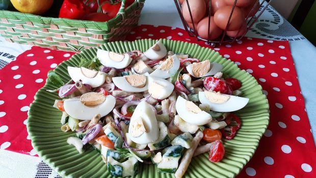 Letnia sałatka z fasolki z jajkiem