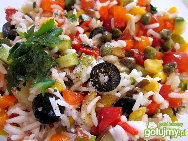 Letnia sałatka z ryżu w dwóch wariantach
