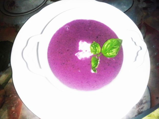 Letnia zupa jagodowa