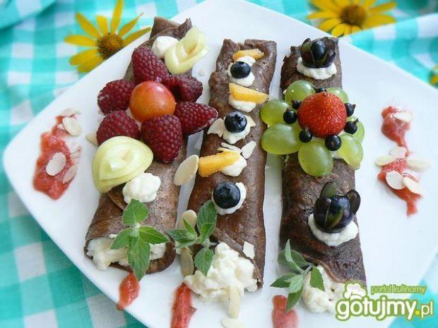 Letnie czekoladowe naleśniki z kremem - Letnie czekoladowe naleśniki z kremem jogurtowo śmietanowym