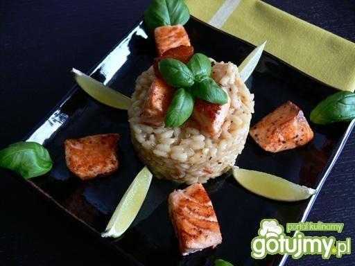 Limonkowo- szafranowe risotto z łososiem