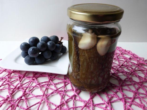 Liście winogron z czosnkiem i chrzanem