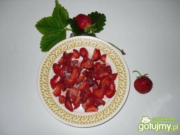 Lodowy koktajl truskawkowy