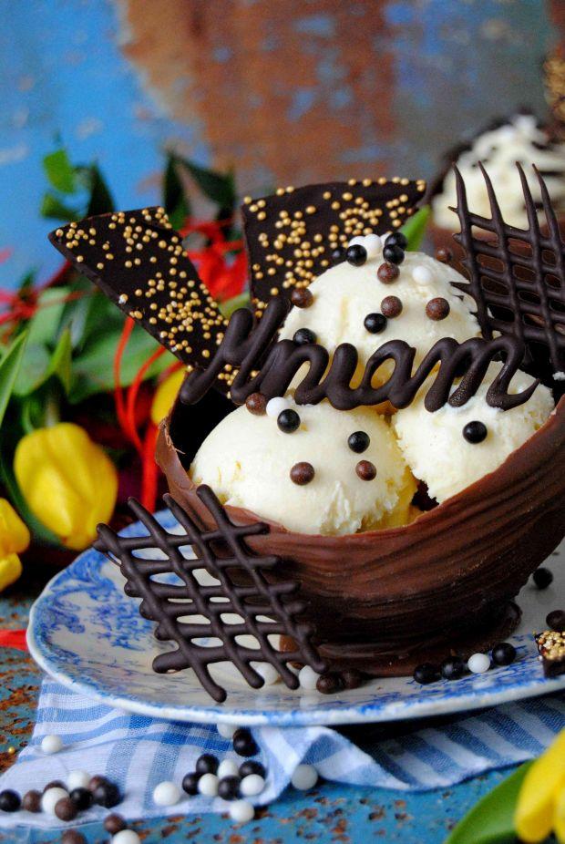 Lody bounty  w czekoladowych pucharkach