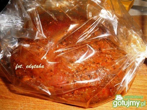 Łopatka pieczona z czerwoną czubrycą