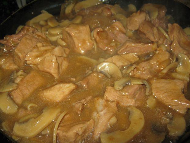 Łopatka w sosie z pieczarkami