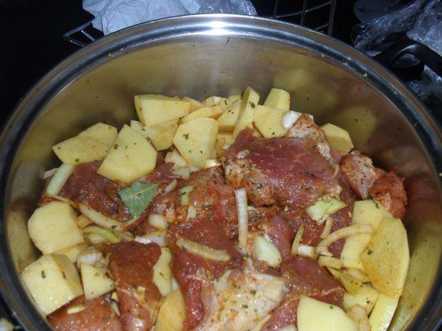 Łopatka z ziemniakiem i cebulą z rękawa