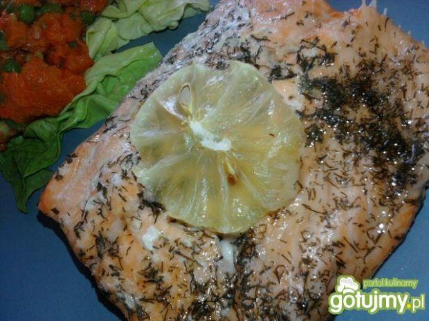 Łosoś pieczony w folii z cytryną