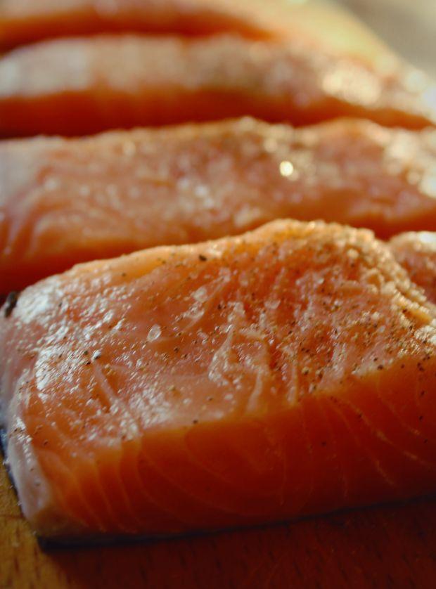 Łosoś pieczony z musem pomarańczowym i salsą