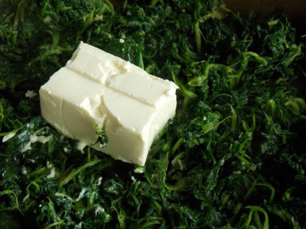 Łosoś pod szpinakiem z ryżowymi babeczkami