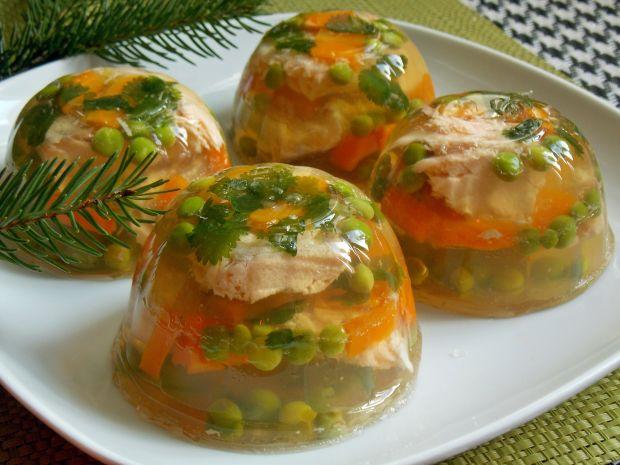 Łosoś w galarecie z warzywami