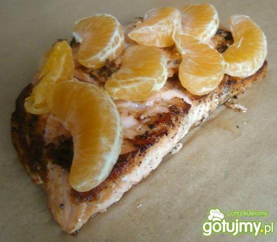 Łosoś w papilotach z mandarynkami