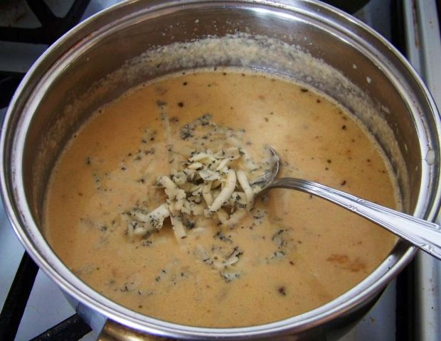 Łosoś w sosie kurkowo-serowym