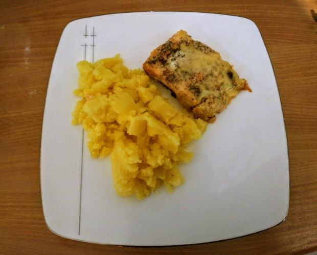 Łosoś w sosie musztardowym, z serem