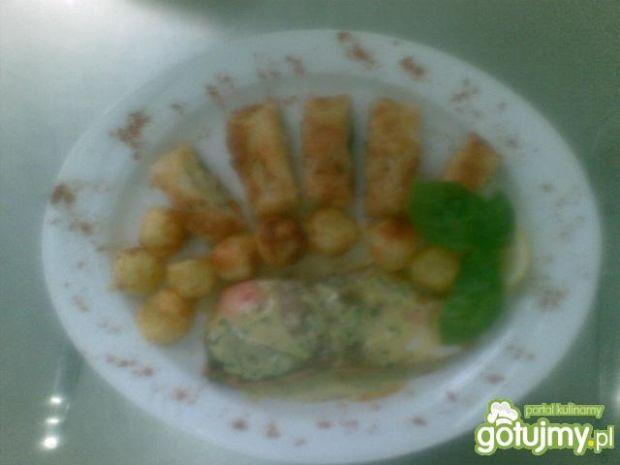 Łosoś z warzywami smażony na maśle