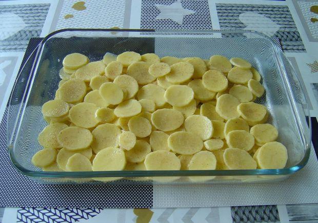 Łosoś zapiekany w sosie śmietanowo - koperkowym