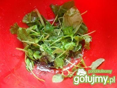 Łosoś ze szparagami w sosie ziołowym