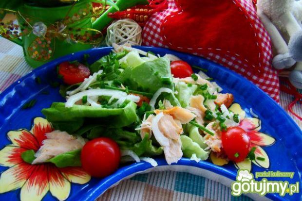 Majowa sałatka z pomidorkami