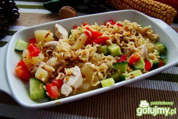 Makaron chiński z ananasem i warzywami
