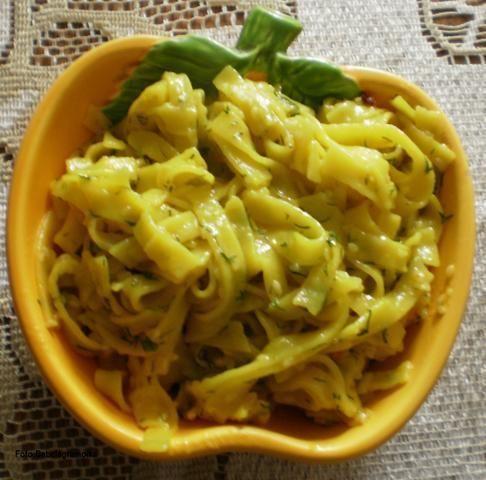 Makaron ryżowy sezamowo-koperkowy :