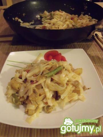 Makaron ryżowy z dodatkami