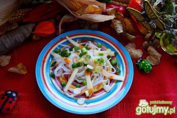 Makaron ryżowy z pędami bambusa