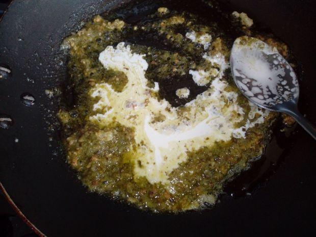Makaron w sosie pesto
