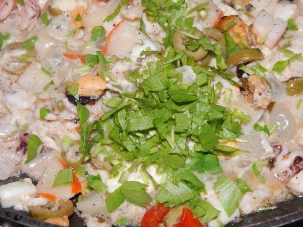 Makaron w sosie śmietanowym z owocami morza