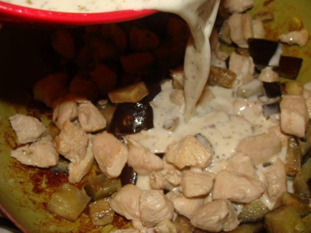Makaron z bakłażanem i filetem w sosie