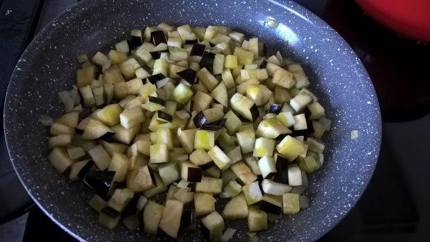 Makaron z bakłażanem, serkiem topionym i oregano