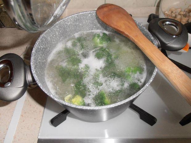 Makaron z brokułem i kurczakiem