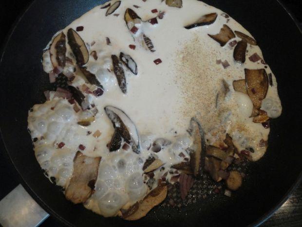 Makaron z grzybami i sosem śmietanowym