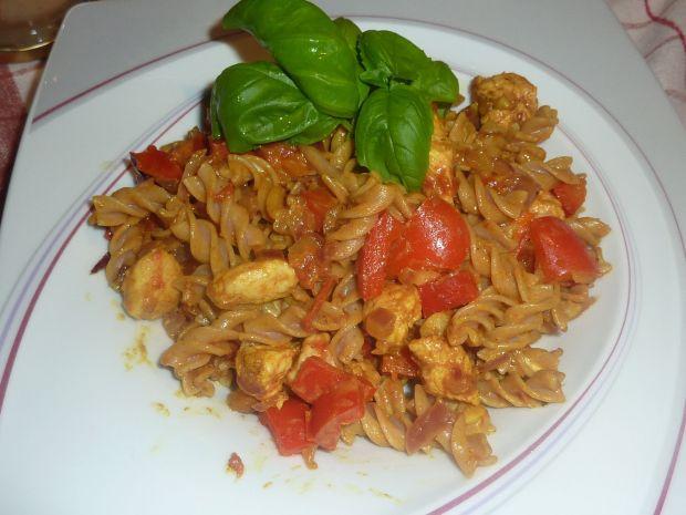 Makaron z indykiem , papryką i curry