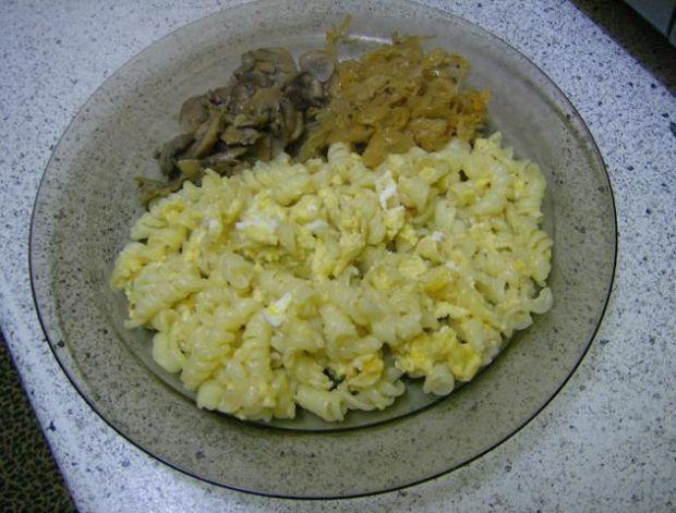 Makaron z jajkiem.