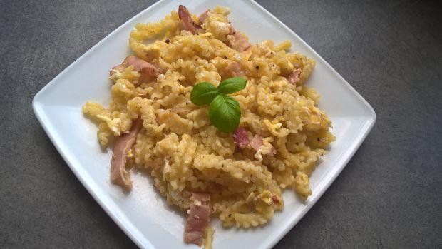 Makaron z jajkiem i szynką parmeńską